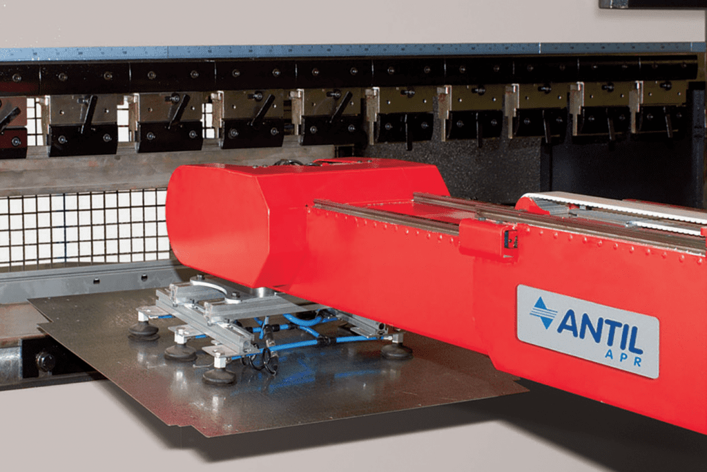 Detail Antil-Robotic-Arm-lifting-material-to-be-folded-on-a-press-brake