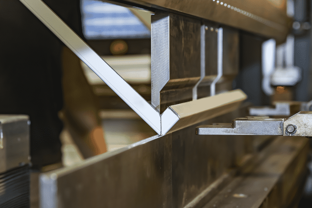 Folding a box fold on a press brake