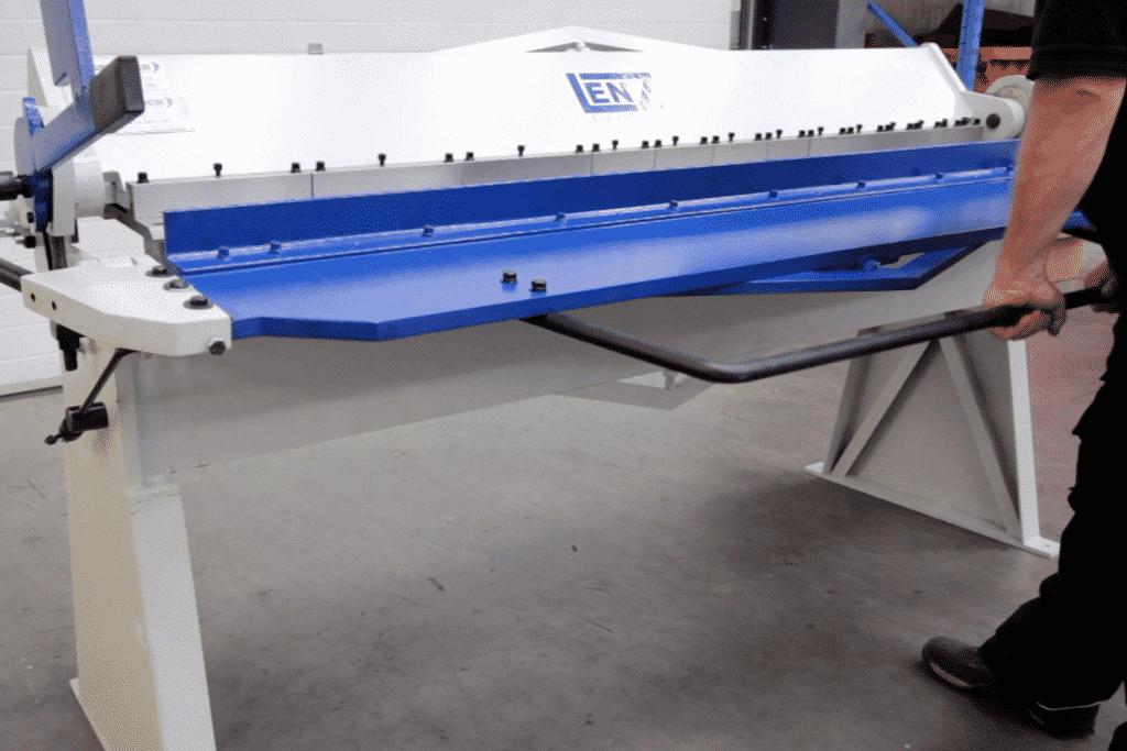 Image of the Lenz box and pan folder manually folding material